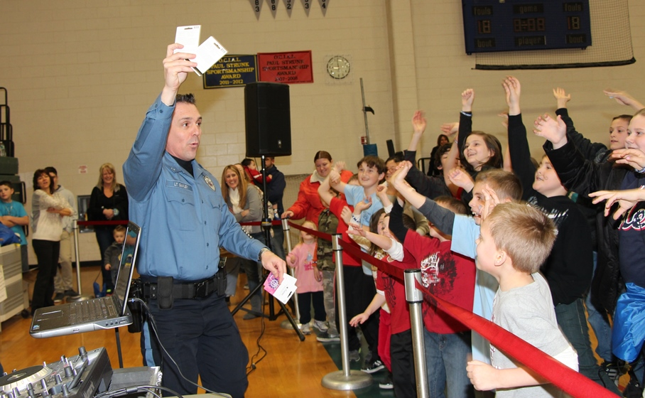 Lieutenant Ganley interacting with the children at Meet-the-Officer Day 2014